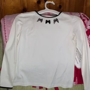 Girls size 8 T-shirt with bows on it